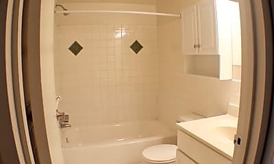Bathroom, Merion Trace Apartments, 2