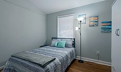 Room for Rent -   a 7 minute walk to bus 58 and 85, 2