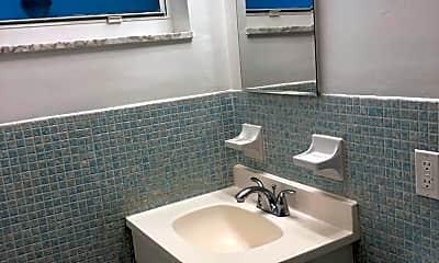 Bathroom, 337 NE 2nd St, 2