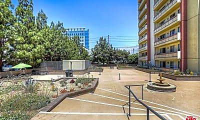 321 S San Vicente Blvd 503, 2