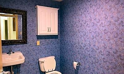 Bathroom, 148 Waterloo St SW, 2