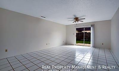 Living Room, 5312 Barefoot Path, 1