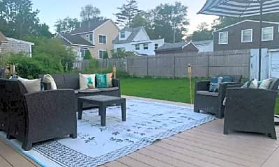 Patio / Deck, 10 Willow Ln, 2