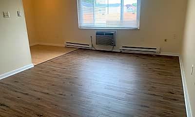 Living Room, 153 N Dixie Dr, 1