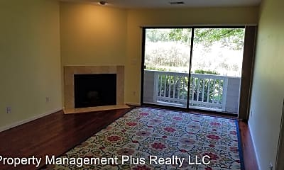 Living Room, 4915 Twin Lakes Rd, 1