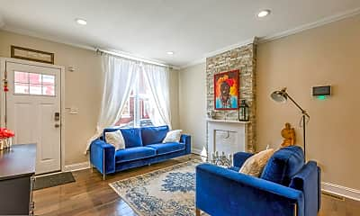 Living Room, 2017 Pierce St, 1