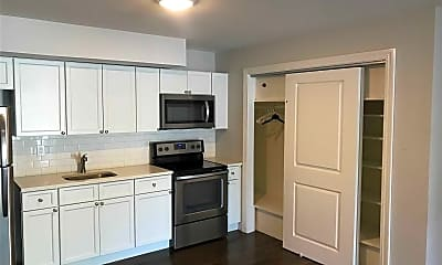 Kitchen, 167 Middle Rd 8, 1