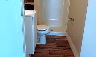 Bathroom, 1621 N Wells St, 2