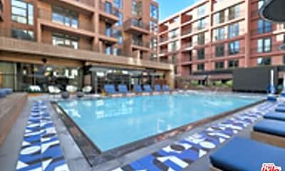 Pool, 6200 Hollywood Blvd 2600, 0