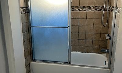 Bathroom, 906 E 101st St, 2