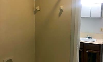 Bathroom, 136 Hummingbird Ln, 2