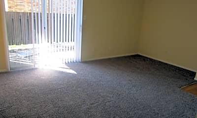 Living Room, 2725 W 16th St E2, 1