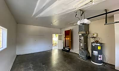 Living Room, 911 Virginia St, 2