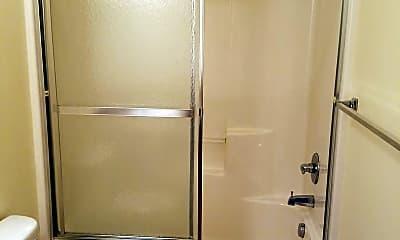 Bathroom, 4642 NE Portland Hwy, 2