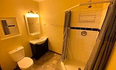 Bathroom, 550 8th St W, 2