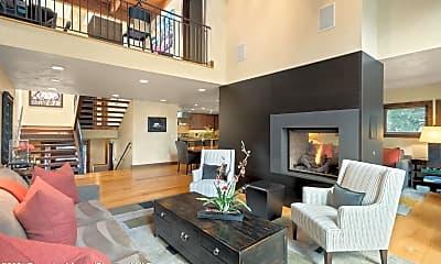 Living Room, 601 W North St 2, 1