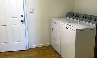 Kitchen, 8415 Park Dr, 2