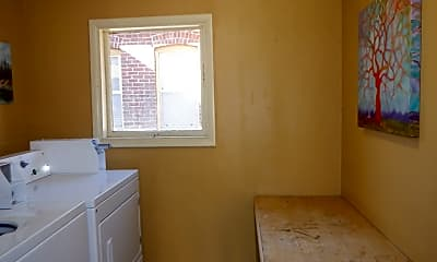 Bathroom, 136 NW Florida Ave, 2