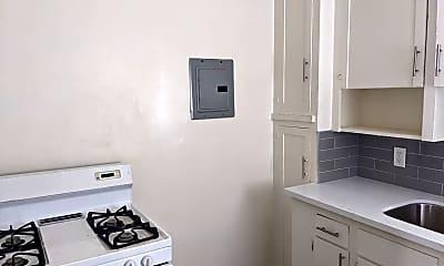 Bathroom, 1131 E 4th St, 1
