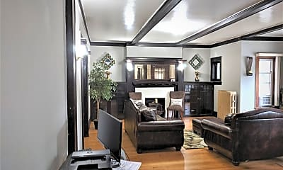Living Room, 5231 S Michigan Ave 3N, 1