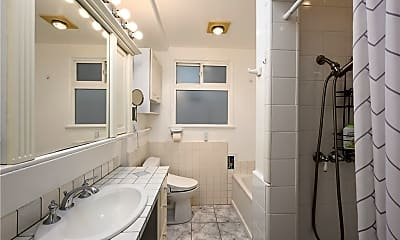 Bathroom, 532 The Strand, 1
