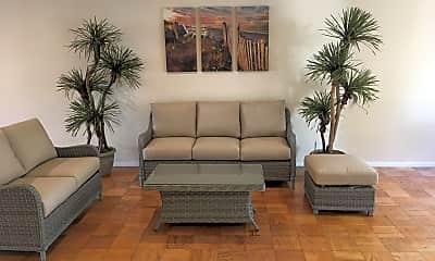Living Room, Copa Triana, 2