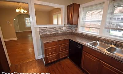 Kitchen, 732 Golfview Dr, 1