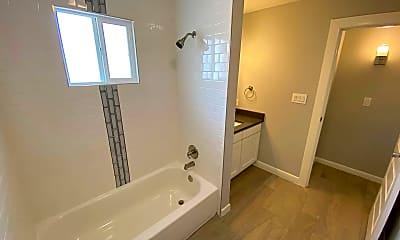 Bathroom, 2723 Sacramento Ave, 2