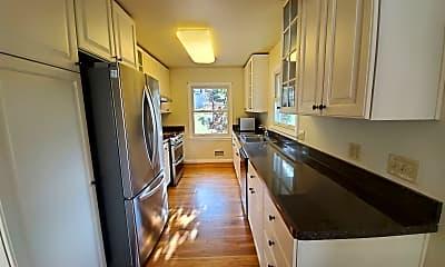Kitchen, 613 Clairmont Circle, 1