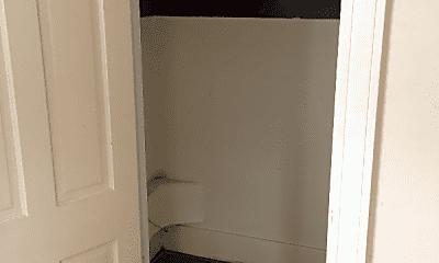 Bathroom, 411 34th St, 2