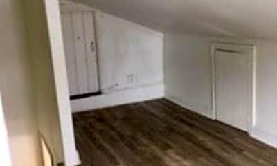 Living Room, 319 Walnut St, 2