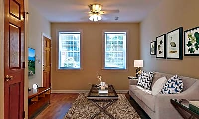 Living Room, 730 N Elizabeth St, 1
