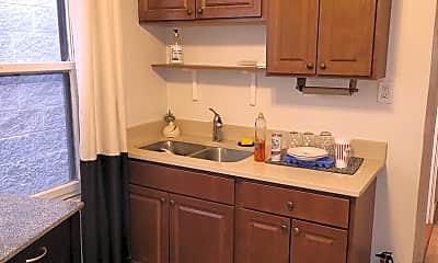 Kitchen, 2112 W Roscoe St 2, 2