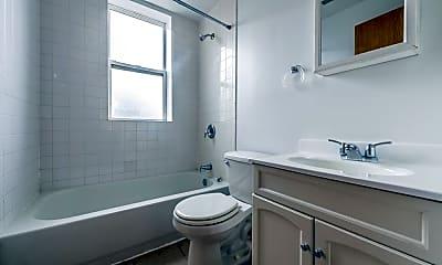 Bathroom, 4750 S Calumet Ave, 2