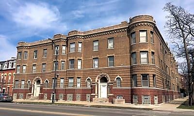 Building, 3700 W Cermak Rd, 2