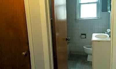 Bathroom, 4310 E 163rd St, 1