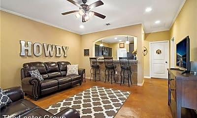 Living Room, 112 Kimber Ln, 2
