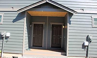 Building, 297 N Oak St, 1