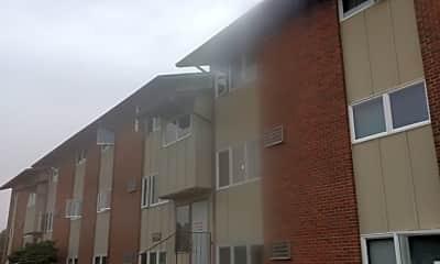 Pines Apartment, 2