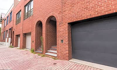 Building, 213 Bainbridge St, 2