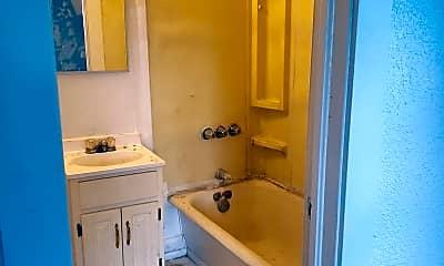Bathroom, 1404 S Pierce St, 1