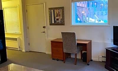 Living Room, 2100 N Star St, 1