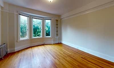Living Room, 626 Powell St, 2