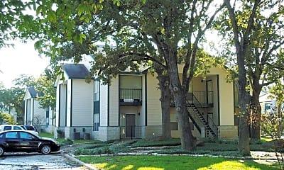 Building, 702 Edgemore Dr, 1