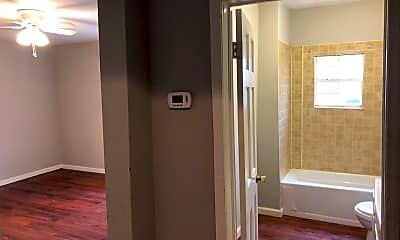 Bathroom, 328 N Philadelphia Ave, 2