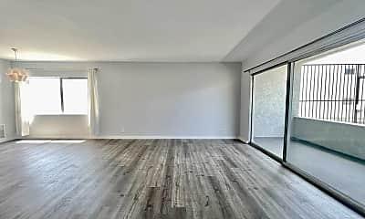 Living Room, 4808 August St, 1