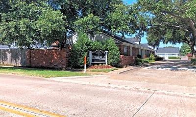 Towne Oaks Apartments, 1