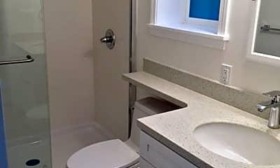 Bathroom, 17 Belcher St, 2