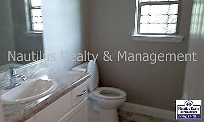 Bathroom, 680 Helen Ave, 2