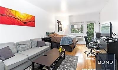 Living Room, 211 Thompson St, 1